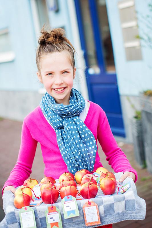 traktatieklets labels appels meisje